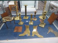 A VARIETY OF BRASSWARE AND BRASS ETCHINGS.