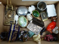 A MIXED SELECTION OF COLLECTABLES TO INCLUDE HALCYON DAYS BOX, MATCHBOX CASES ETC.