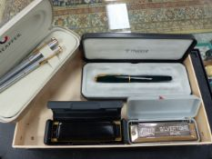 A CASED PARKER PEN TOGETHER WITH TWO SHEAFFER PENS AND TWO HARMONICAS.
