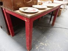 A SMALL KITCHEN TABLE.