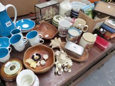 A SUSIE COOPER COFFEE SERVICE, VARIOUS CHINAWARE AND COLLECTABLES.