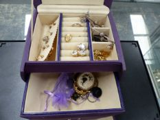 VARIOUS PIECES OF COSTUME JEWELLERY.