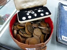 VARIOUS COINAGE TO INCLUDE PENNIES, CROWNS, ETC TOGETHER WITH A GILT WHITE METAL BUTTON SET.