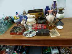 AN OIL LAMP AND A QTY OF COLLECTABLES.