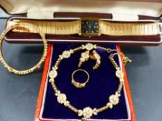 A COSTUME JEWELLERY SET AND A CITIZEN WATCH.