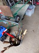 A QTY OF GARDEN TOOLS AND A WHEELBARROW.
