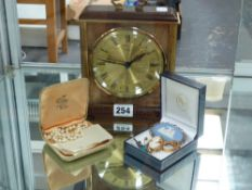 A METAMEC MANTLE CLOCK TOGETHER WITH A ROW OF GRADUATED PEARLS, A 9ct GOLD RING, A 9ct CAMEO, ETC.