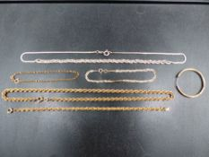 A 9ct GOLD ROPE NECKLACE TOGETHER WITH SILVER JEWELLERY, ETC.
