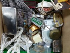 A MIXED LOT OF COLLECTABLES TO INCLUDE A CHAIN MAIL GLOVE, WATCHES, JEWELLERY, ETC.