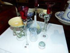 A QTY OF ART GLASSWARE.