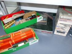 A QUANTITY OF HORNBY 00 GAUGE ROLLING STOCK, AN R950 CONTROL TOWER,ETC. (QTY)