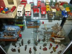 A GROUP OF VARIOUS VINTAGE DIE CAST AND TINPLATE VEHICLES, THREE SHIPS IN BOTTLES, AIRCRAFT,ETC. (