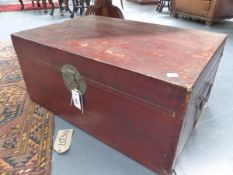 A CHINESE EXPORT PARCHMENT COVERED TRAVELLING TRUNK WITH METAL CARRYING HANDLES AND LOCKPLATES. W.