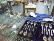 A SET OF TWELVE HALLMARKED SILVER TEA SPOONS WITH A PAIR OF CASED SUGAR TONGS, A PAIR OF SILVER