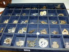 A COLLECTION OF MILTARY CAP BADGES.