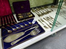 A QUANTITY OF FLATWARE TO INCLUDE A SET OF SIX SILVER HALLMARKED TEASPOONS, A SET OF FOUR CASED