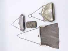 ONE SILVER HALLMARKED MESH EVENING BAG DATED 1919 TOGETHER WITH A EPNS CLUTCH BAG, A WHITE METAL