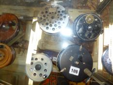 A GROUP OF VARIOUS FISHING REELS TO INCLUDE ALLCOCKS, YOUNG,ETC.