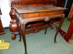 A CARVED WALNUT QUEEN ANNE STYLE SMALL CENTRE TABLE WITH SHELL CARVED CABRIOLE LEGS ENDING IN PAD
