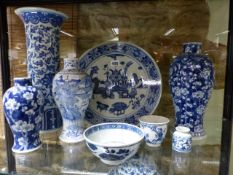 A COLLECTIVE LOT OF CHINESE BLUE AND WHITE EXPORT WARES TO INCLUDE VASES, BOWLS,ETC.