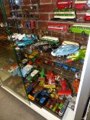 A LARGE QUANTITY OF VINTAGE DIE CAST TOYS AND VEHICLES TO INCLUDE DINKY, BRITAINS, CORGI AND OTHERS.