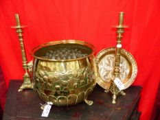 A GROUP OF ANTIQUE AND LATER BRASSWARE TO INCLUDE A PAIR OF CANDLESTICKS, AN ALMS DISH AND A LARGE