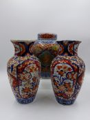 A PAIR OF JAPANESE IMARI BALUSTER VASES (H.22cms) AND A SIMILAR COVERED JAR. (3)