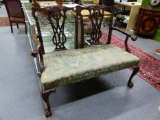AN ANTIQUE EARLY GEORGIAN STYLE CARVED MAHOGANY CHAIR BACK SETTEE ON CLAW AND BALL FEET. W.122 x H.