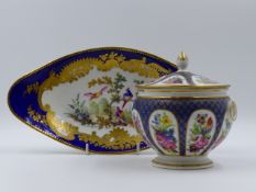 A SEVRES STYLE ELLIPTICAL SHAPED PEDESTAL DISH HAND PAINTED WITH EXOTIC BIRDS AND GILDING. 28 x