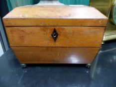 A 19th.C.SMALL SATINWOOD TEA CADDY WITH TWIN LIDDED COMPARTMENTS.