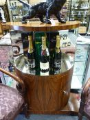 AN UNUSUAL ART DECO STYLE ROSEWOOD COCKTAIL CABINET WITH MIRRORED SHELF. W.104 x H.106cms.