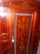 A GOOD QUALITY EARLY 20th.C.MAHOGANY AND INLAID SINGLE DOOR WARDROBE WITH SPLAY CORNICE AND BASE