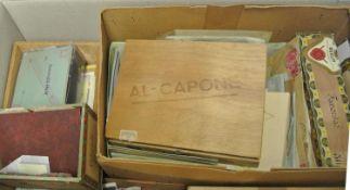 1 Karton voll alter Tütenware, Belege, Schachteln mit losen Marken, etc. kleine Fundgrube. 1