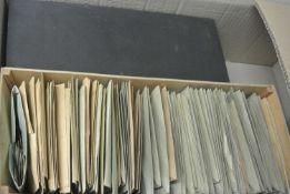 2 Boxen mit alter Tütenware, ganze Welt. Sicher Fundgrube - Bitte besichtigen ! Im Karton. 2 boxes