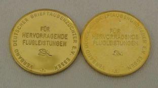 2 Goldmedaillen, Deutscher Brieftaubenzüchterverein, für besondere Flugleistung, 333er Gelbgold,