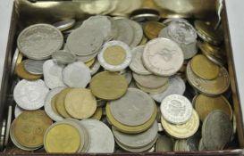 1 Blechdose gefüllt mit Umlaufmünzen alle Welt.