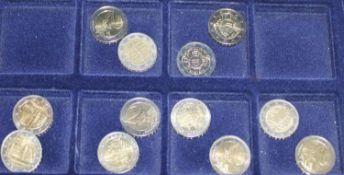 Lot von 49x 2 Euro Münzen in einer Holzbox. Deutschland. Dabei Schloß Neu-Schwanstein, Kloster
