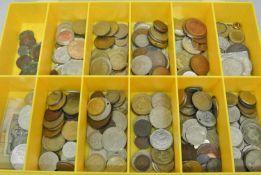 1 Lot Münzen ganze Welt, vielleicht kleine Fundgrube für den Schatzsucher