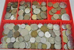 Lot Umlaufmünzen, meist Europa in 1 Lindner Münzbox. Kleine Fundgrube
