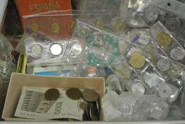 1 Blechdose mit Münzfundus, dabei z.Bsp. 1 Kursmünzsatz 1989 Russland, Medaillen, viele Münzen