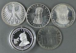 """BRD Lot 5.- DM - Silbermünzen, bestehend aus: 1977, """"200. Geburtstag von Heinrich von Kleist"""", mit"""