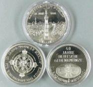 Drei Gedenk - Medaillen, 1. Hauptstadt Berlin 20. Juni 1991, 2. Germanisches Museum und 3. Pour Le