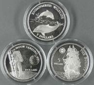 """Niue 1992, drei 5.- Dollars - Silbermünzen, """"Delfine"""", """"Erste Mondlandung"""" und """"Bounty"""". Alle in"""