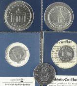 """Lot Silbermünzen, bestehend aus: Canada 1967 50 Cents """"Wolf"""", USA 1930 5 Cents """"Bison"""", Japan 1964"""