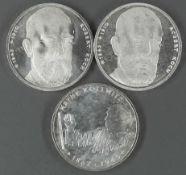 """BRD, Lot 10.- DM - Silbermünzen, bestehend aus: 2 x 1993 """"Robert Koch"""", 1992 """"Käthe Kollwitz""""."""