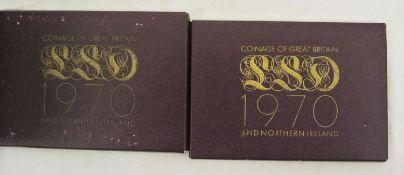2 Münzsätze von Nordirland und England von 1970 im Original Blister 2 coin sets from Northern