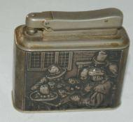 """Tischfeuerzeug, 835er Silber, handgetrieben. """"Wirtshausszene"""", 835er Punze. Maße: Höhe ca. 5,2 cm,"""