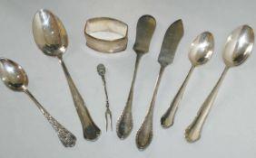 8 Teile Silber, bestehend aus Löffel, Fischbesteck, sowie Serviettenring. Alle Teile gepunzt.