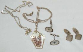 Kleines Konvolut Silber, bestehend aus Ketten mit Anhänger, sowie Manschettenknöpfe. Gewicht ca.