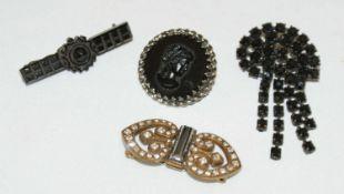 4 Broschen, 2x Onxy, 1 x schwarze Glassteine, 1 Modebrosche.